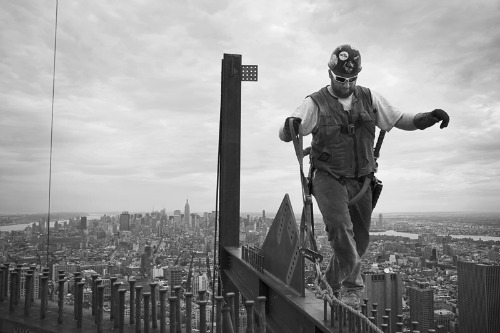 Picture of the Year International 69 Edition,Damon Winter, The New York Times, WHERE STEEL MEETS SKY